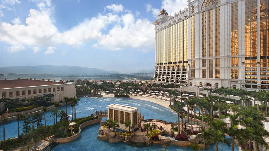 Cotai Pool Suite - King (Resort View)